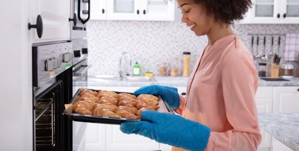 how to avoid oven burns