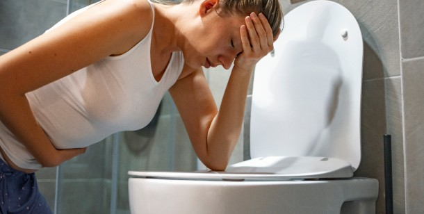 how to tell if food poisoning or stomach flu